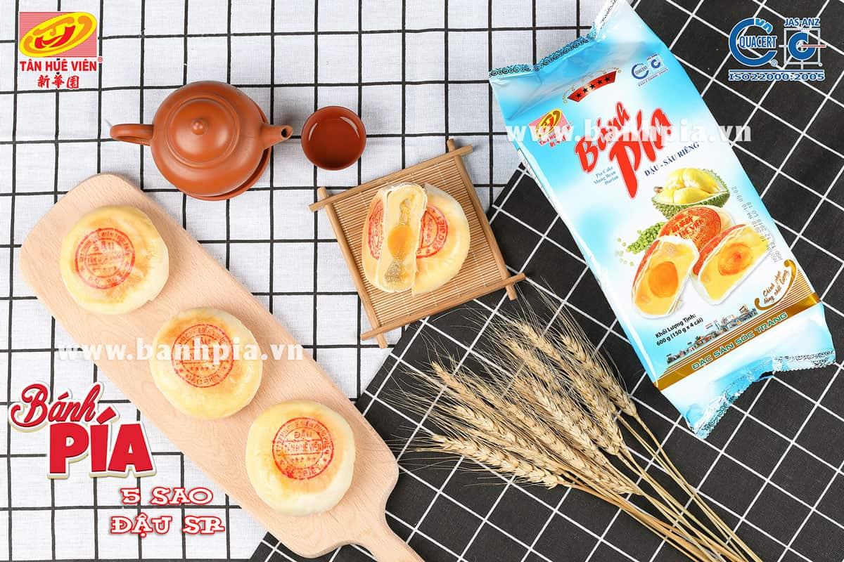 Bánh pía - Đặc sản Sóc Trăng mua về làm quà