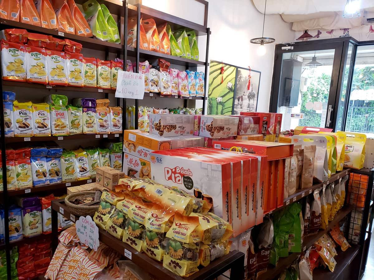 Cửa hàng bánh pía tại Sài Gòn